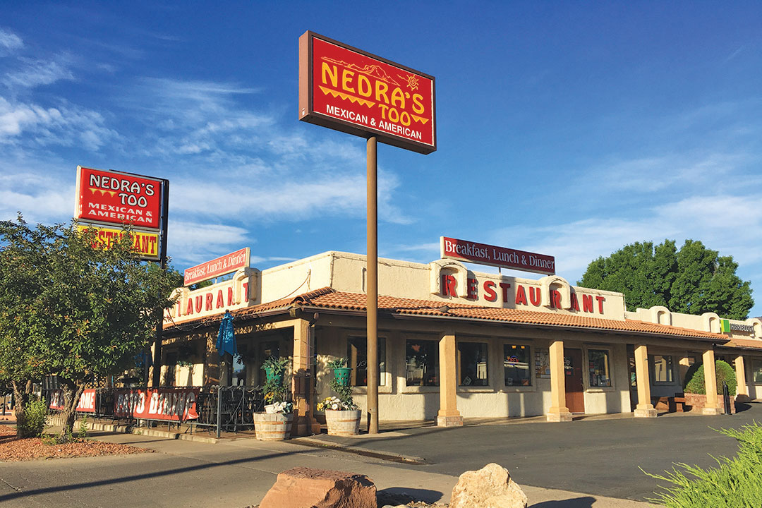 Casual Family Dining in Kanab, East Zion Restaurant, Breakfast, lunch, dinner in Kanab, Zion national park dining, pet friendly dining in kanab, patio dining in zion utah
