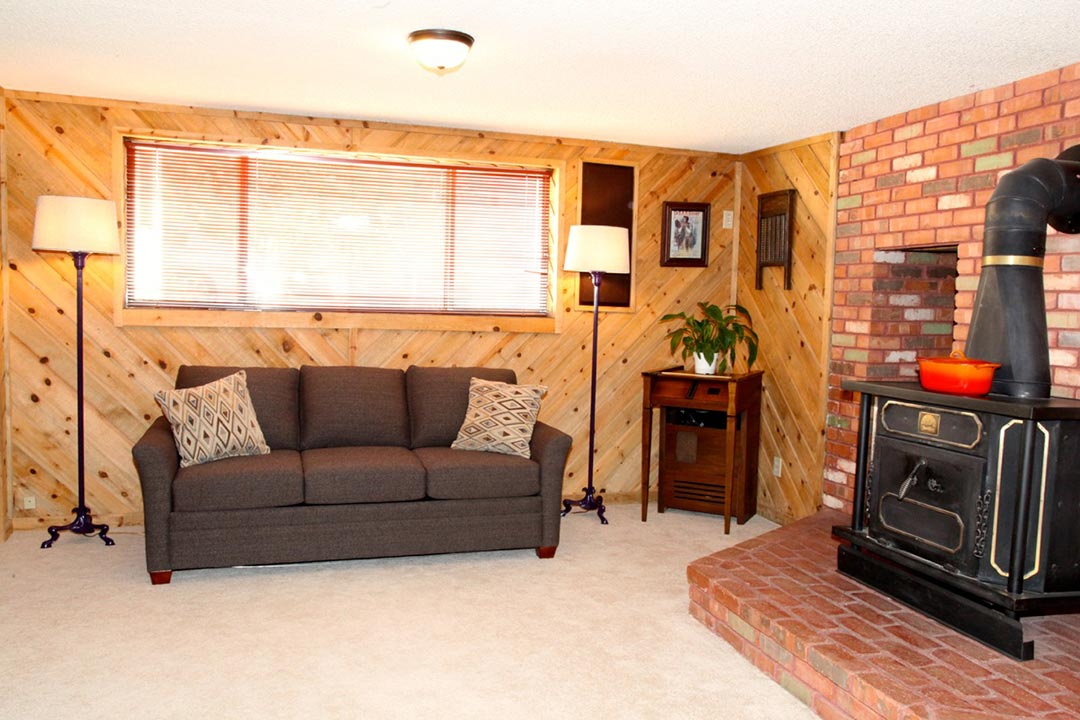 Kanab vacation rentals red rock sanctuary airbnb kanab for Living room 1080